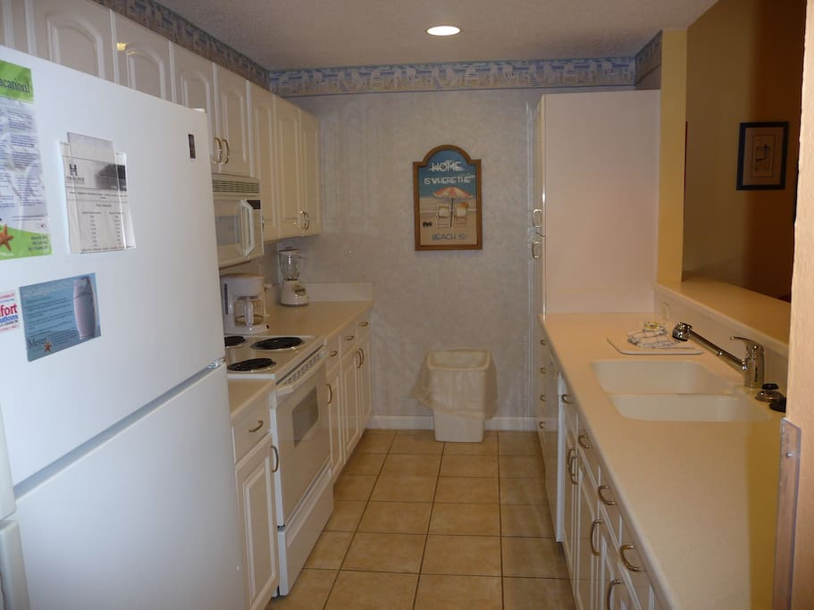 Fully stocked Kitchen, dishwasher, microwave