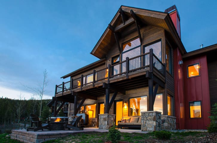 Huge Mtn Home | Luxe Home Across From Resort | Private Hot Tub