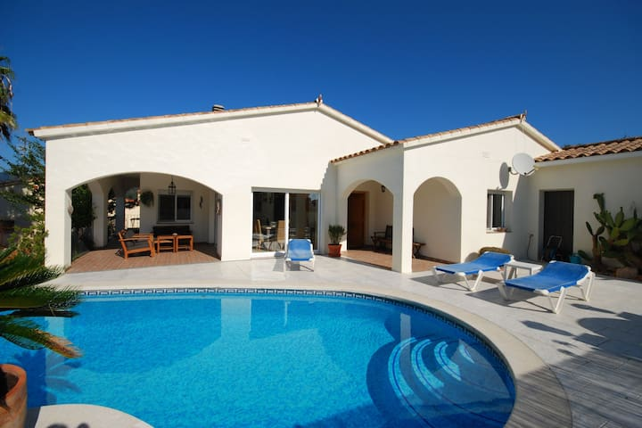 Luxurious Villa in Calonge with Swimming Pool