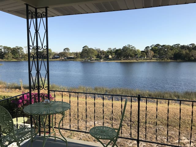 Beautiful lake house, close to Orlando - DeBary - Casa