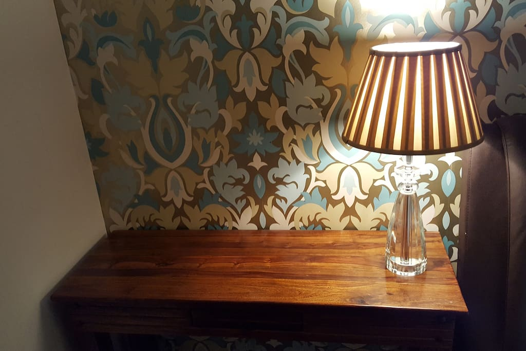 Bedside lamp & table