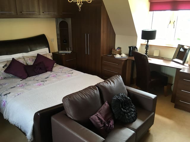 Deluxe King Room with Ensuite...