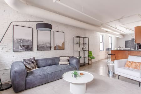 Penthouse 2 bedroom 2 Bath in Center of Downtown