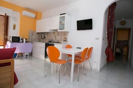 Apartment sea front 50Mt to beach - Giardini Naxos - Departamento