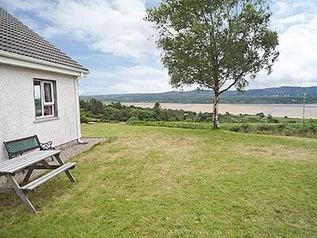 Tranquil Home with Exceptional View - Creeslough - Hus