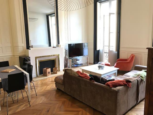 Splendide appartement coeur de Bordeaux 100m2