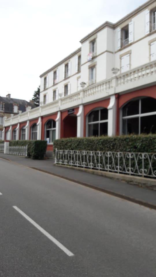 Hôtel des Dunes...le studio est au dernier étage: 3e et 4e fenêtre en partant de la gauche