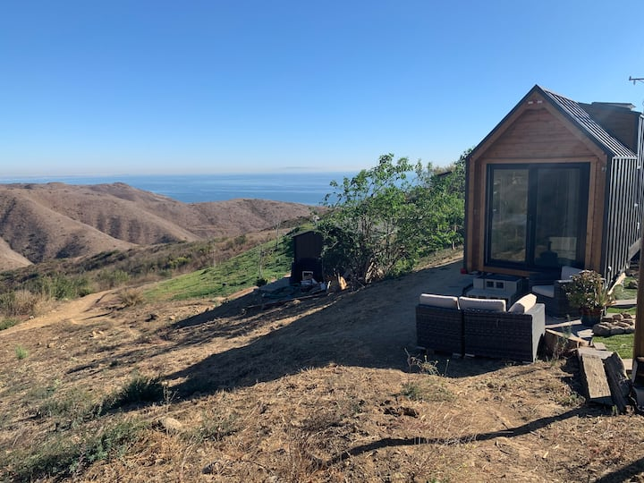 Ocean & Mountain Views- 5 Min from Beach