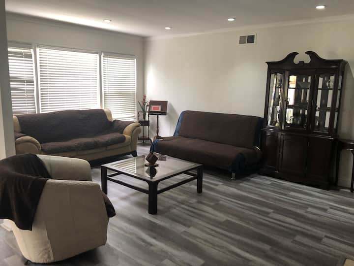 Lovely 2 Bedroom Home w/ Pool