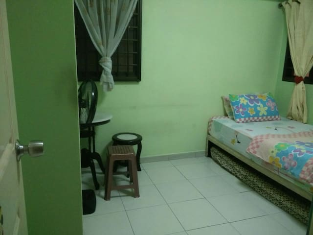 Cosy one room with spacious toilet. No aircon - Singapore - Appartement