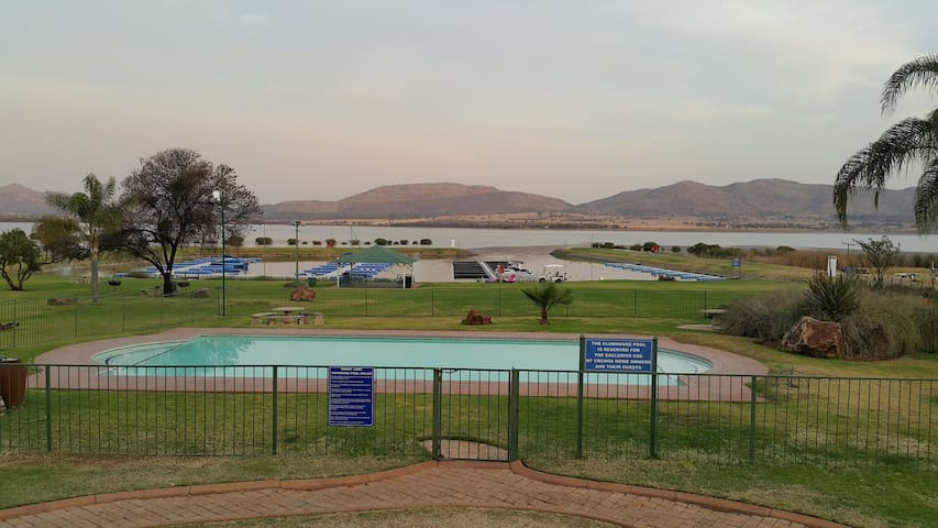 Secure Apartment With Views Of The Dam & Lots More - Hartbeespoort - Apartamento
