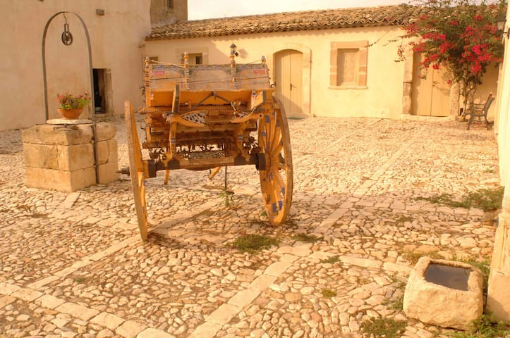 La casa del Massaro Turi in Antica Villa + Piscina - Roccazzo - Leilighet