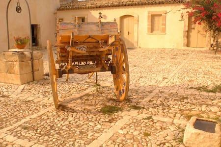 La casa del Massaro Turi in Antica Villa + Piscina - Roccazzo