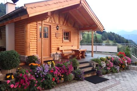 Wunderschöne Holzhütte mit Kamin und Zirbenbett
