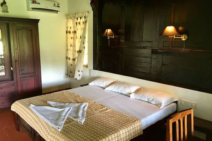 Heritage Room facing Pamba River near Alleppey - Nedumudy - Bed & Breakfast