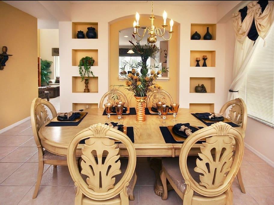 Sweet Home Vacation Rental Homes: 7 Bedrooms Pool Villa Emerald Island #4 (Dining Room)