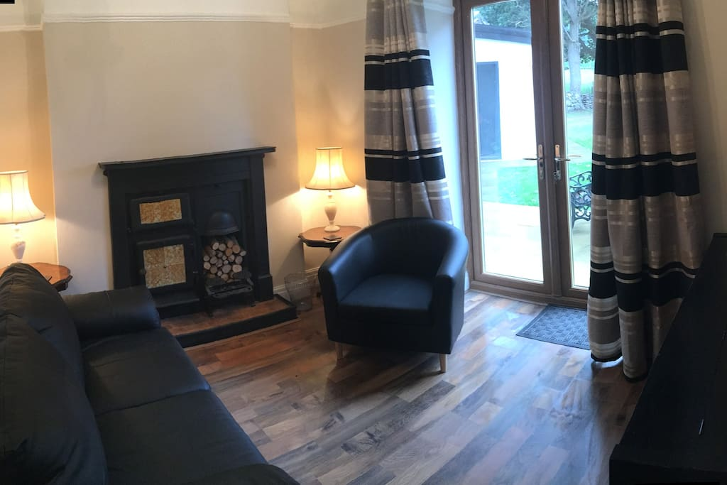 Second sitting room with double sofa bed