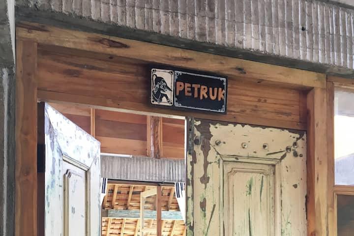 Kamar Petruk, Lorong Homestay
