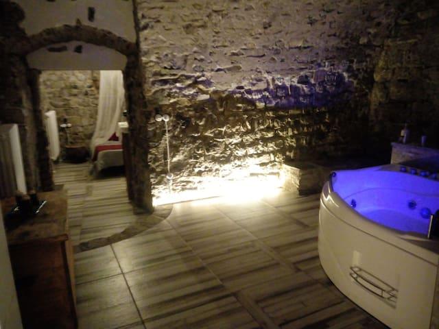 La grotta dell'Antica Calvasino con Jacuzzi