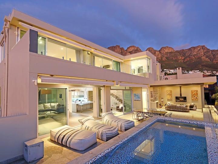 Award Winning Luxury villa with pool, sauna & gym