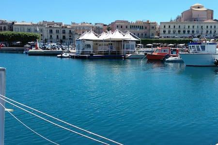 Accogliente sailing yacht a Ortigia - Syrakus