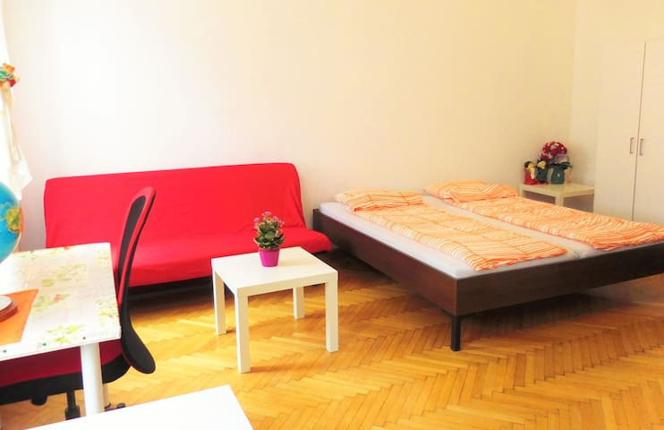 Viennaroom(privat) near the Central Station - Wien - House