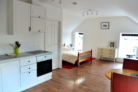 Self Catering Studio-Perfect for Couples - Oughterard - Appartamento