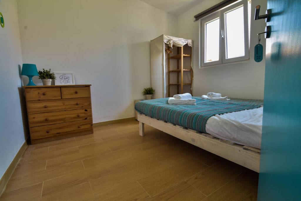 Twin/Double Room @ Surf Paradise Stylish twin/double room, situated on the ground floor of a cool & friendly surf camp @SAGRES. Twin/Double room accomodate comfortably 2 persons. There are 2 single beds, which we can always put together to make it a double bed :-) . Shared bathroom (ratio:5 bedrooms / 3 WCs) FREE WIFI,Breakfast,Linens&Towels!