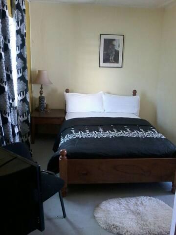 MISS EMILY'S PLACE ( BnB) - Monrovia, Montserrado, LR - Aamiaismajoitus