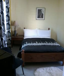 MISS EMILY'S PLACE ( BnB) - Monrovia, Montserrado, LR - Bed & Breakfast