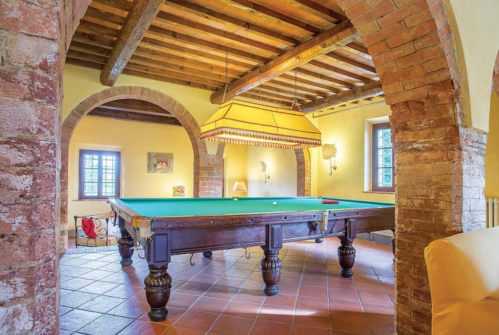 6 bedroom villa with pool & games room