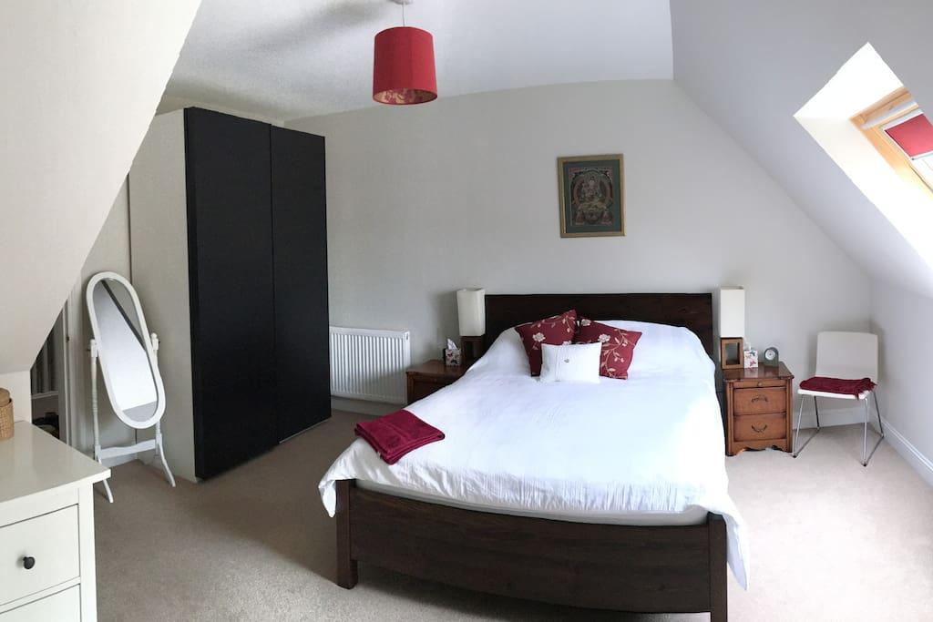 Bedroom 2, en suite