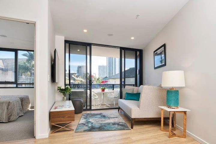 Surfers Stylish Two bed Apt by Hostrelax GCRB8P7