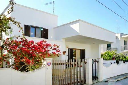 Villa a 50mt dal mare - Torre Santa Sabina