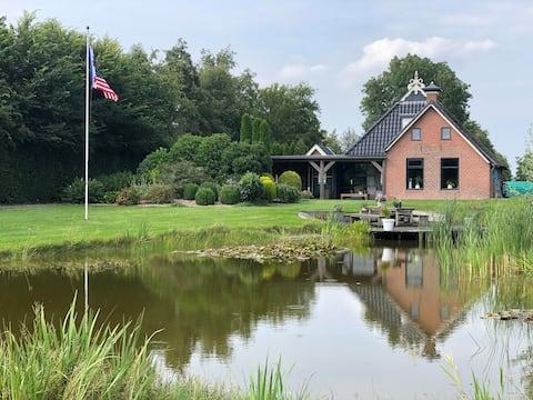 Rust & Ruimte in prachtige woonboerderij Friesland
