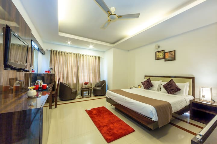 Deluxe Double room at M G Road Cochin