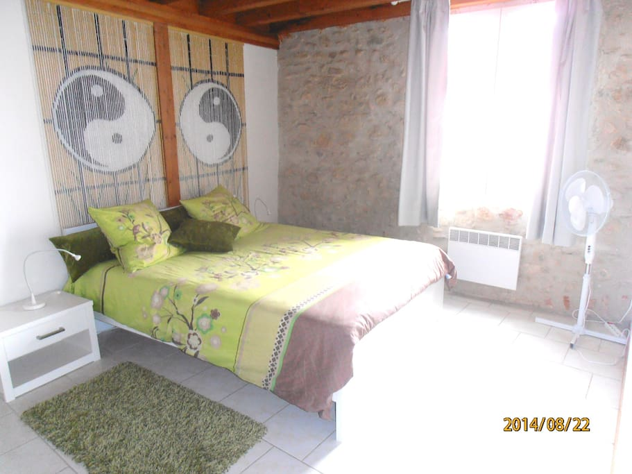 chambre dimensions très confortables lit 2mx160, le calme assuré