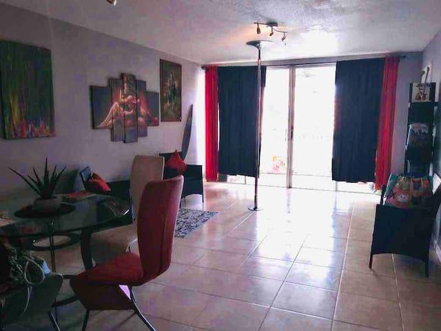 •art and dance oriented private zen room in Miami!