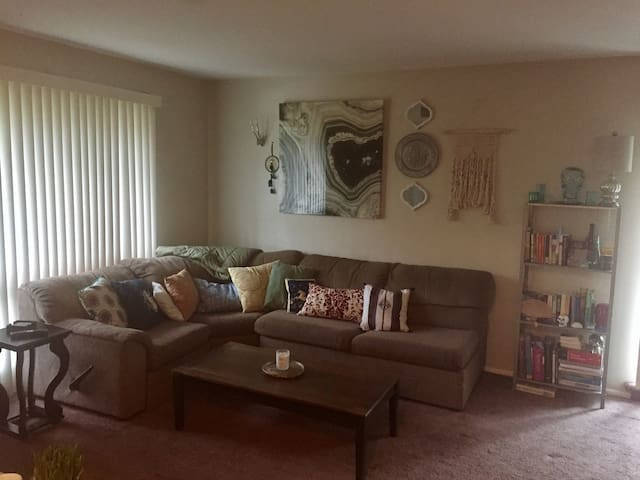 Private cozy 1BR in hip, safe condo close 2 Philly