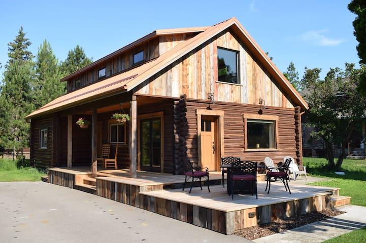 Delightful historic cabin near Greenough Park