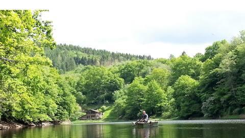 Chalet au bord du lac de Chaumeçon