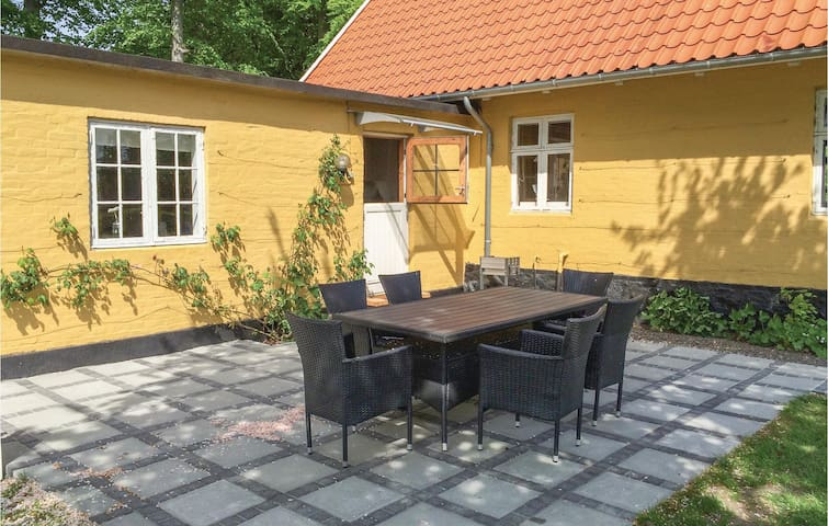 Holiday apartment with 3 bedrooms on 60m² in Aakirkeby