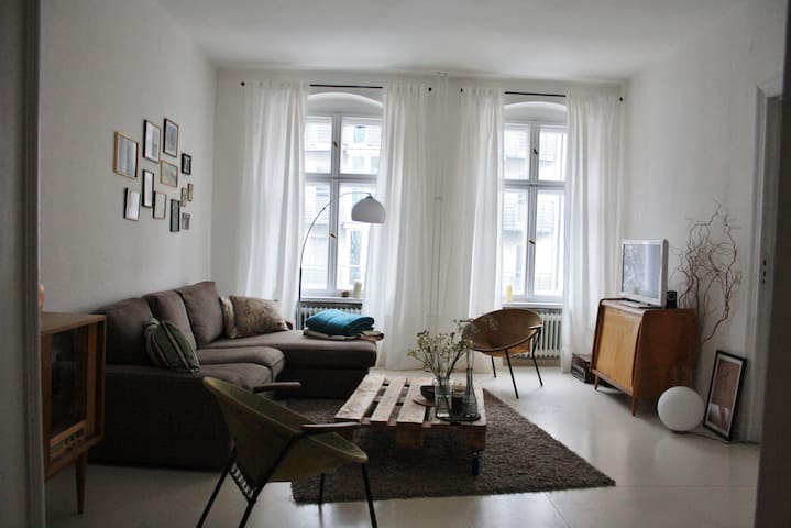 Kreuzberger Wohnung mit Charme! - Berlín - Apto. en complejo residencial