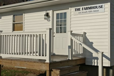 The Farmhouse on S. 5th (Family-Business-Hunters)