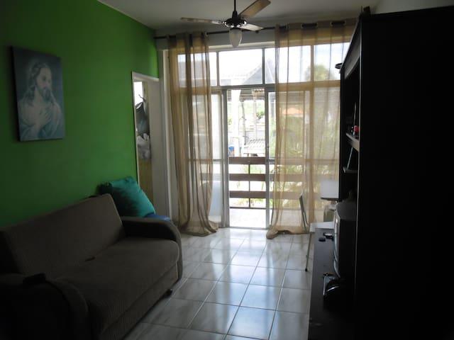 Apto com varanda em Iguaba Grande - Iguaba Grande - Apartament