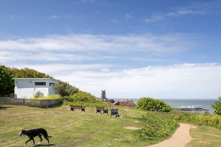 Historic WW2 Cliff Top Lookout - Cromer - House