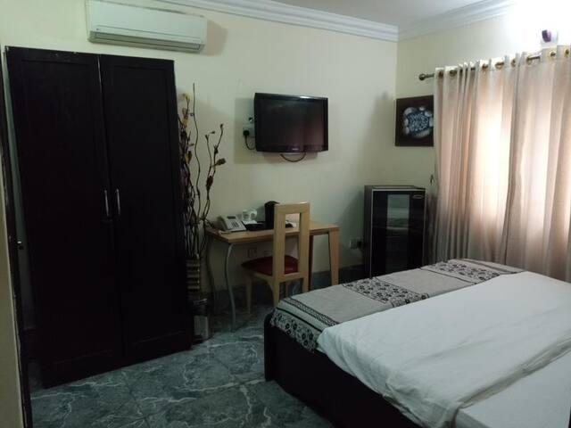 100% Hotel & Suites-Deluxe Room