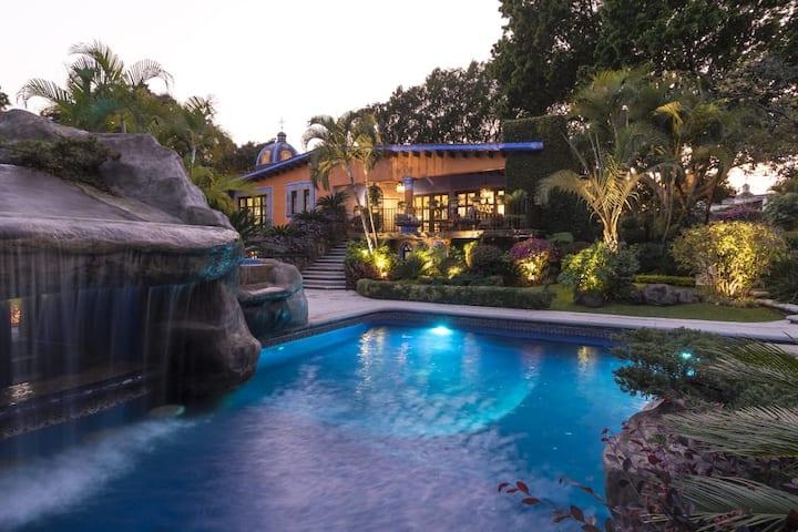 Casa Cuernavaca Con Espectacular Alberca y Jardín