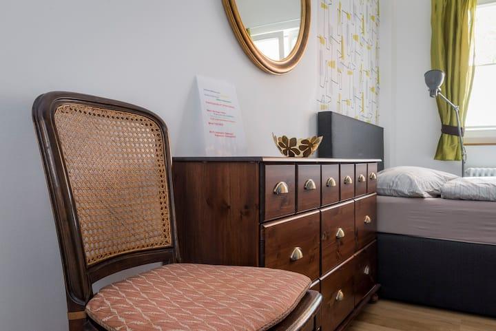 Moderne Wohnung im stilvollen Altbau (1)