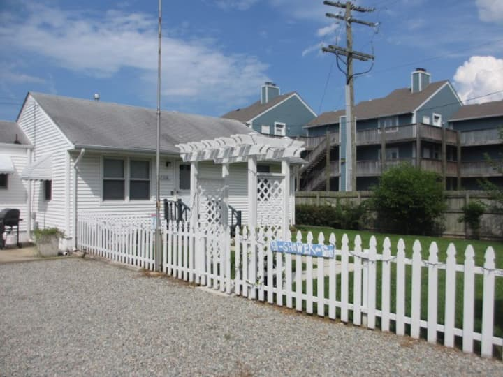Quaint 2 Bedroom Cottage in Chicks Beach
